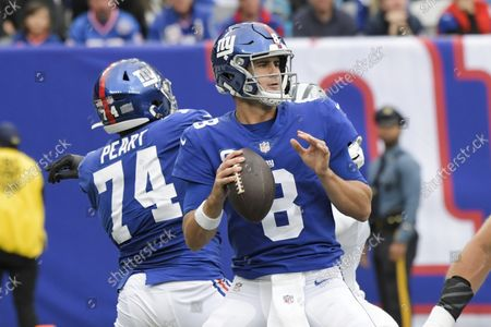 Tquarterback Daniel Jones (8) throws a pass during the second half of an NFL football game against the Carolina Panthers, in East Rutherford, N.J