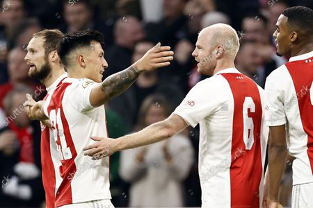 (lr) Daley Blind of Ajax, Lisandro Martinez or Ajax, Davy Klaassen or Ajax, Ryan Gravenberch or Ajax celebrate the 4-0 during the Dutch Eredivisie match between Ajax Amsterdam and PSV Eindhoven in the Johan Cruijff arena on October 24, 2021 in Amsterdam, The Netherlands.