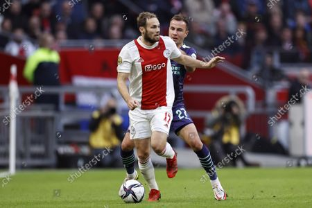 (lr) Daley Blind of Ajax, Mario Gotze or PSV Eindhoven during the Dutch Eredivisie match between Ajax Amsterdam and PSV Eindhoven at the Johan Cruijff arena on October 24, 2021 in Amsterdam, Netherlands.