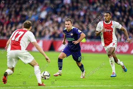 Stock Picture of (lr) Daley Blind of Ajax, Mario Gotze or PSV Eindhoven, Ryan Gravenberch or Ajax during the Dutch Eredivisie match between Ajax Amsterdam and PSV Eindhoven at the Johan Cruijff arena on October 24, 2021 in Amsterdam, Netherlands. ANP OLAF CRACK