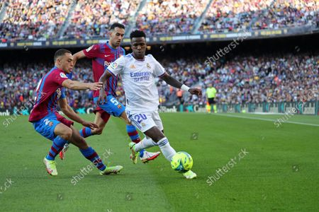 Sergino Dest, Sergio Busquets and Vinicius Jr during the match between FC Barcelona and Real Madrid, corresponding to the week 10 of the Liga Santandere, played at the Camp Nou Stadium, on 24th October 2021, in Barcelona, Spain.  --
