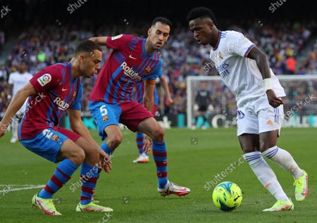Vinicius Jr, Sergino Dest and Sergio Busquets during the match between FC Barcelona and Real Madrid, corresponding to the week 10 of the Liga Santandere, played at the Camp Nou Stadium, on 24th October 2021, in Barcelona, Spain.  --
