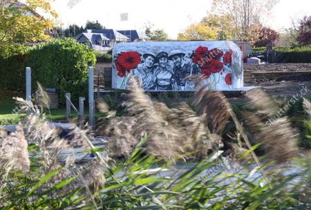 Stock Photo of A mural of Dame Vera Lynn the forces sweetheart has been painted on the side of WW2 Pillbox beside the River Thames at Benson Oxfordshire
