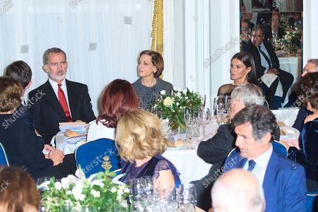 "Kings of Spain preside over the award ceremony of the ""Francisco Cerecedo"" Journalism Award, at the Mandarin Oriental Ritz Hotel in Madrid on October 26, 2021.  King Felipe VI ; Queen Letizia ; Anne Applebaum"