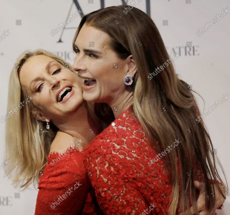 Actresses Ali Wentworth, left and Brooke Shields arrive on the red carpet at American Ballet Theatre's Fall Gala at the David H. Koch Theater on Tuesday, October 26, 2021 in New York City.