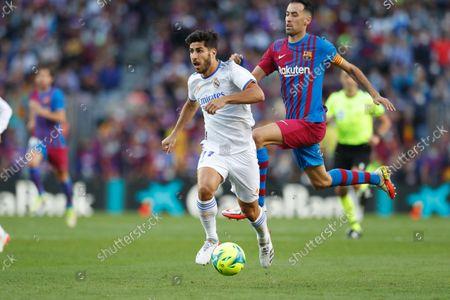 "(L-R) Marco Asensio (Real), Sergio Busquets (Barcelona) - Football / Soccer : Spanish ""La Liga Santander"" match between FC Barcelona 1-2 Real Madrid CF at the Camp Nou in Barcelona, Spain."