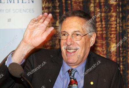 Peter Diamond, Laureate in Economic Sciences