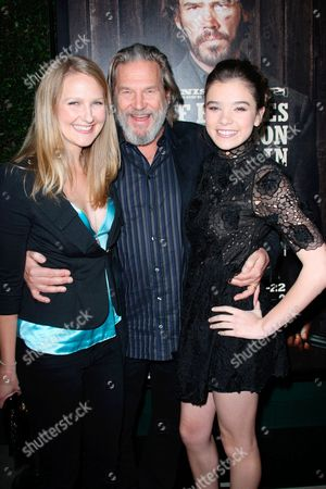 Stock Picture of Hailee Bridges, Jeff Bridges and Hailee Steinfield