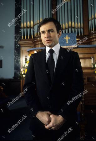 Weston Gavin as Senator O'Shea
