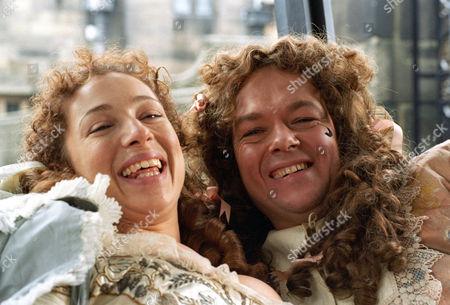 lAlex Kingston as Moll Flanders and Christopher Fulford as Daniel Dawkins on their wedding day