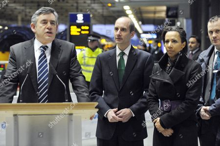 Pm Gordon Bown With Transport Minister Lord Andrew Adonis And Dame Kelly Holmes After Whom This Train Is Named First Javelin Train In Regular Service Arrives At St. Pancras