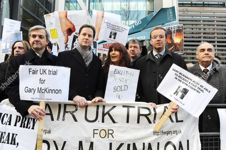 Gary McKinnon Protest Outside The Home Office. Left To Right Chris Hume Nick Clegg Janis Sharp David Burrowes And Andrew Mackinlay 15.12.09