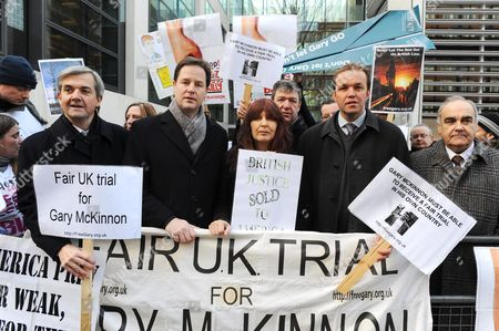 Gary McKinnon Protest Outside The Home Office. Left To Right Chris Hume Nick Clegg Janis Sharp David Burrowes And Andrew Mackinlay. 15.12.09