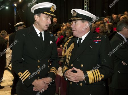 New commanding officer Commander Peter Green chats with Admiral Sir Mark Stanhope (1st Sea Lord)