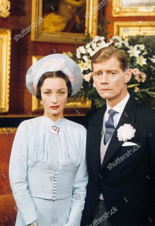 Jane Seymour as Wallis Simpson and Anthony Andrews as David Windsor, Prince of Wales