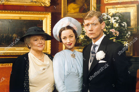 Stock Photo of Olivia de Havilland as Aunt Bessie Merryman, Jane Seymour as Wallis Simpson and Anthony Andrews as David Windsor, Prince of Wales
