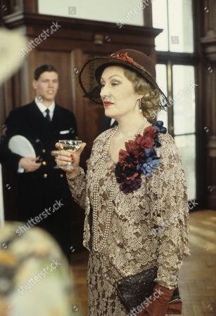 Richenda Carey as Maud Kerr Smiley