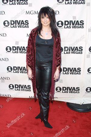 "Musician Meredith Brooks arriving to the ""VH1 Divas Las Vegas"" benefit concert at the MGM Grand Hotel & Casino in Las Vegas, Nevada on May 23, 2002.  Las Vegas, Nevada  Photo® Matt Baron/BEI"