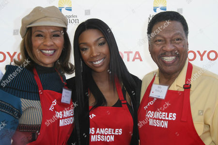 Brandy Norwood with Marlyn McCoo and Billy Davis Jr.