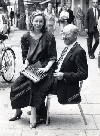 Sir Clive Sinclair Sitting On A Chair In The Street And Lalla Ward (actress) Sitting On His Lap Holding The Laptop Launching The 288 Laptop Computer