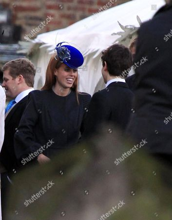 Princess Beatrice talking to Sam Waley-Cohen