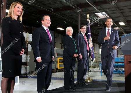 From left to right: Heather Higginbottom, Deputy Director Office of Management and Budget; Gene B Sperling, Director of the National Economic Council; Katharine Abraham, Member of the Council of Economic Advisors; and Jason Furman, Assistant to the President for Economic Policy and Principal Deputy Director of the National Council; and President Barack Obama