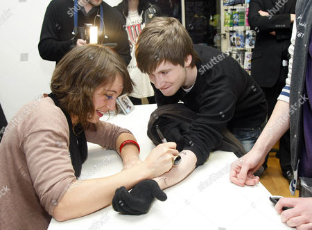 Emma Gillespie signing a fans arm
