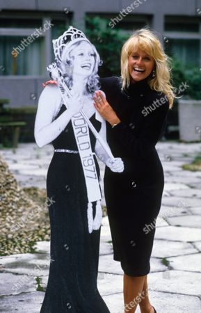 MARY STAVIN WITH A CARDBOARD CUT-OUT OF HERSELF IN 1977