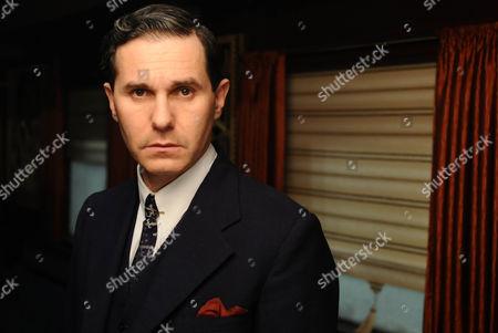 Serge Hazanavicius as Xavier Bouc.
