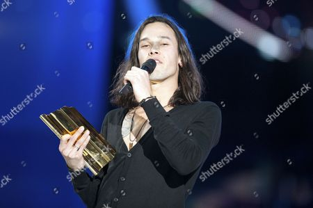 Stock Photo of Justin Nozuka receives the revelation internationale of the Year