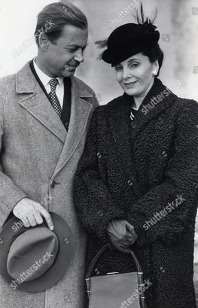 Television Programme 'to Catch A King' Starring Barbara Parkins As The Duchess Of Windsor And John Standing As The Duke Of Windsor