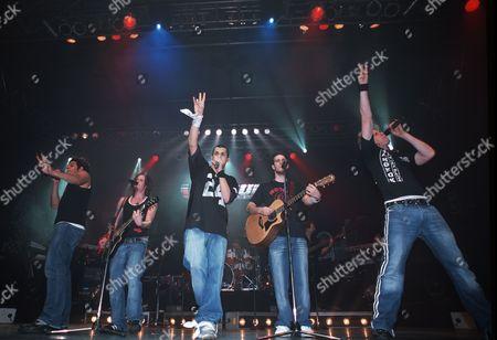 O Town in concert, Germany - Trevor Penick, Jacob Underwood, Eric Michael Estrada, Dan Miller and Ashley Parker Angel