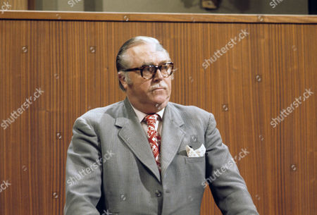 Robert Dorning as James Leslie Harris
