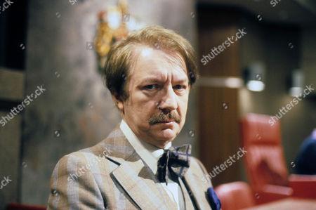 Peter Bayliss as Dr Lansky