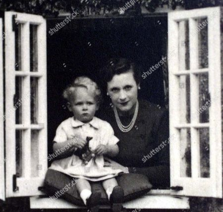 Ian McCorquodale with his mother, Barbara Cartland at their home Camfield Place, Hatfield in 1939
