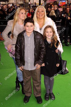Vanessa Feltz (R), daughter Allegra Kurer (L) and guests