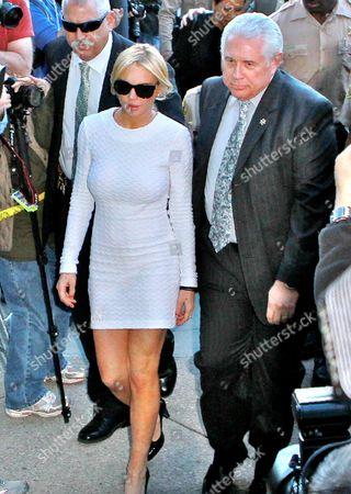 Lindsay Lohan (C)