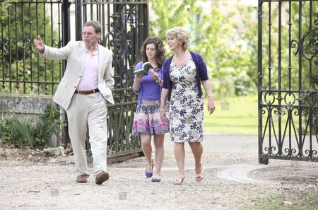 Stock Image of Victoria Sugden [Isobel Hodgins], Diane Sugden [Elizabeth Estensen] arrive at Charlie's Chateau.  Charlie  [George Costigan] promises them a look around inside next time as it's not safe at the moment.