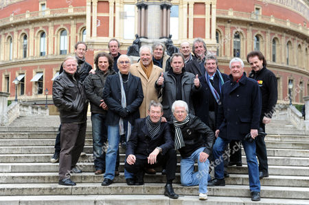 25th Anniversary Special 60's Show L To R Back Row Stephen Oakman Mark Dean Ellan(of Vanity Fare) Pter Lucas Chris Britton Dave Magg(all Three Of Troggs) Middle Row Eddie Wheeler Bernadette Nolan Hagley (of Vanity Fare) Brian Poole (tremeloes) Peter Sastedt Reg Presley(troggs) Ray Innes Pete Oakman And Alan Lovell(of The Swingin Blue Jeans) Front Row Dave Berry And Mike Pender
