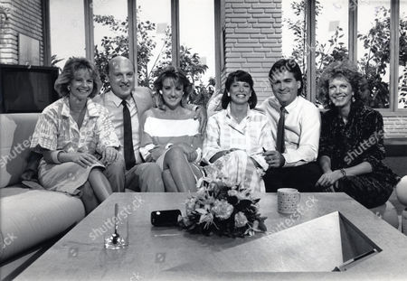 Television Programme 'tv-am'. L To R Trish Williamson Gordon Honeycombe Caroline Righton Kay Burley Richard Keys And Lizzie Webb