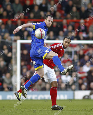 Leeds United defender Andy O'Brien beats Bristol City striker Nicky Maynard to the ball