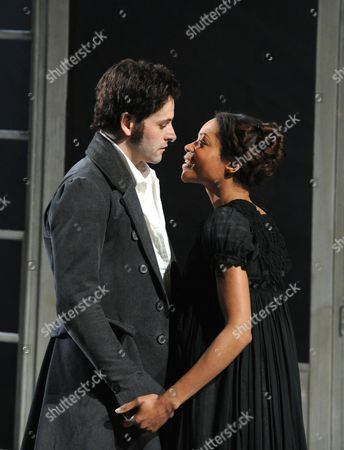 Jonny Lee Miller (Victor Frankenstein), Naomie Harris (Elizabeth Lavenza)