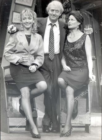 Tom Conti - Actor - 1990 Tom Conti At The Apollo Theatre London This Morning Where He Succeeds Peter In 'jeffrey Bernard'. Also Vanessa Knox-maner And Annabel Leventon (black Sequeened Dress) His Co-star.