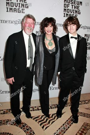 Mercedes Ruehl (center) with husband David Geiser and son Jake