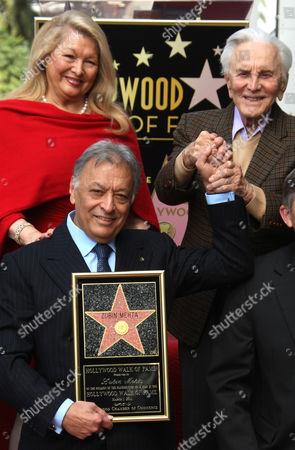 Zubin Mehta and wife Nancy Kovack with Kirk Douglas