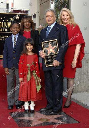 Zubin Mehta and wife Nancy Kovack with family