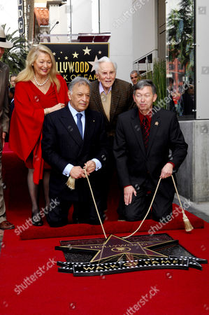 Zubin Mehta, wife Nancy Kovack, Kirk Douglas, Leron Gubler