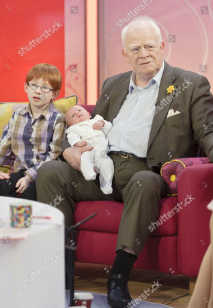 Kit, Ian McMean and new born baby daughter Kate Eleanor