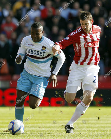Victor Obinna of West Ham United and Rory Delap of Stoke City