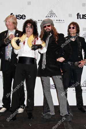 Inductees Neal Smith, Alice Cooper, Rob Zombie and inductee Dennis Dunaway pose with a snake